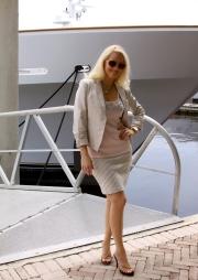 Beige_skirt_suit_D