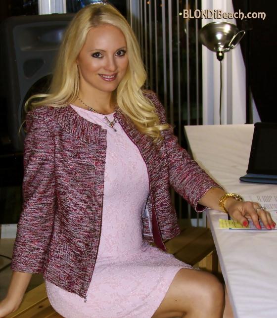 Pink_lace_dress_D